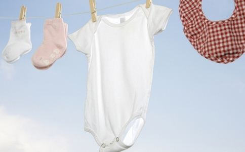 How to Properly Clean Your Baby's Clothes?